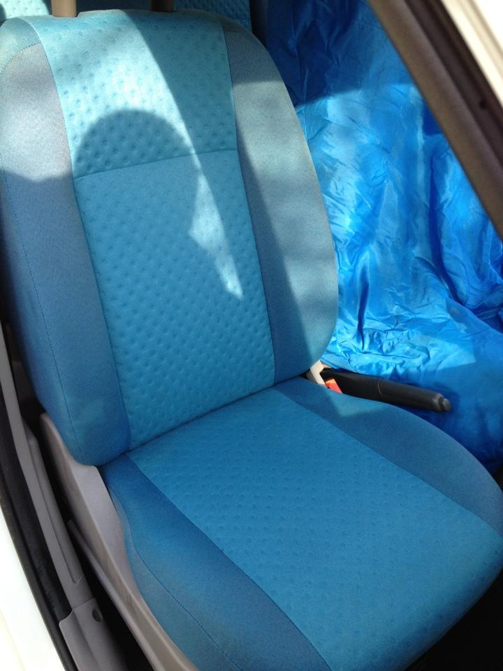 lavaggio sedile blu dopo
